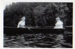 Deux femmes dans un bateau